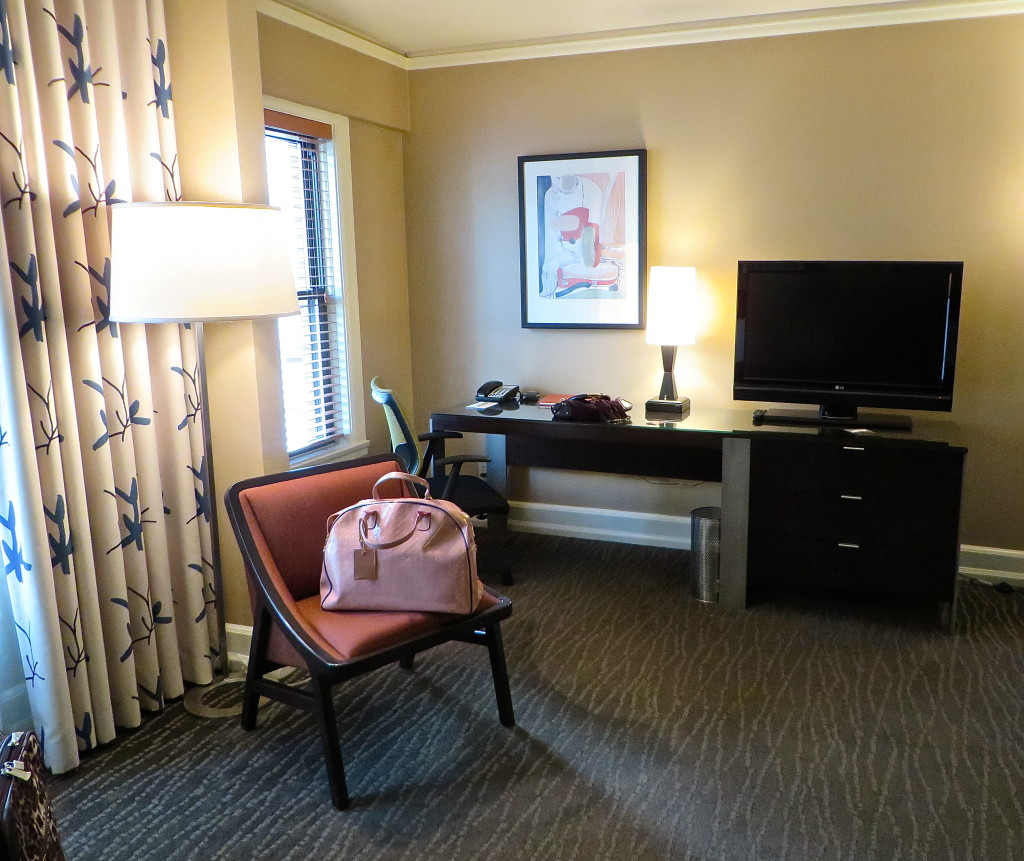 hotel andra desk